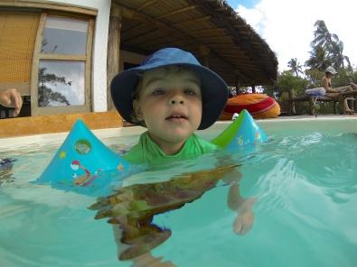 Nadando sólo-Zanzibar