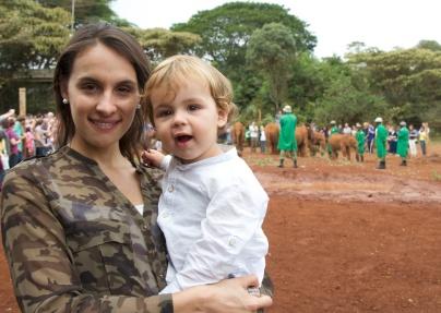 Simón en el orfanato de elefantes en Nairobi