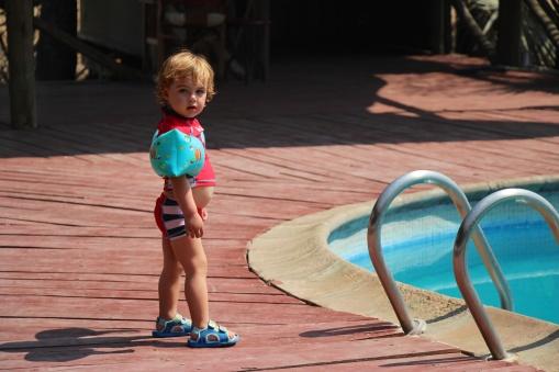 Simón en la piscina de Maramboi