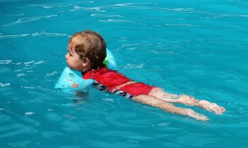 Nadando sólo