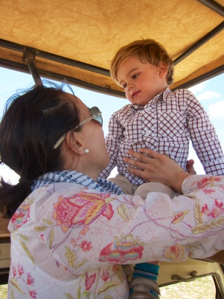 Simón con mamá de safari