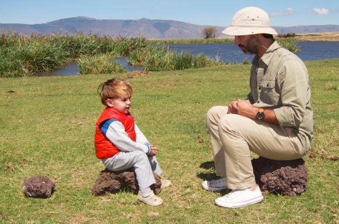 Conversando con papá en Ngorongoro