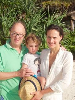 Con mamá y abuelito Memo