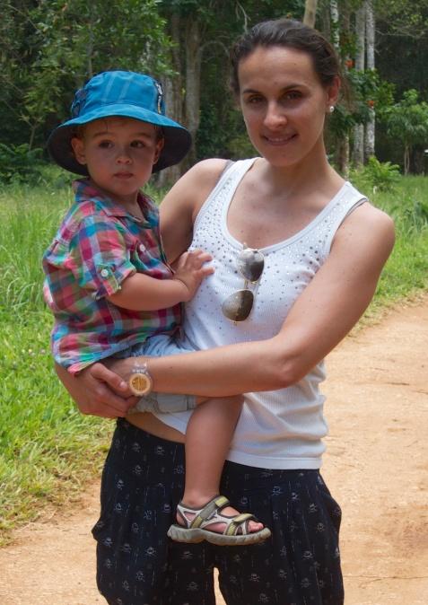Con mamá en la finca de especies-Zanzibar